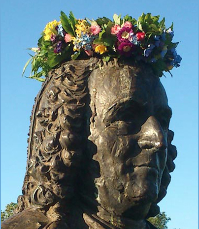 Bronze portrait of Linnaeus, crowned with a traditional Swedish Midsummer wreath, made of real flowers and leaves